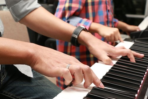 Learning to play piano - Adult music lessons are out there