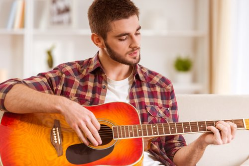Learning to play guitar - Adult musics lessons to help increase memory